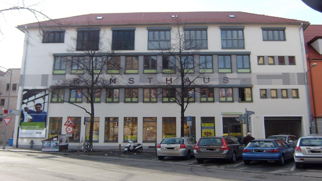 Karl-Grillenberger-Straße-title